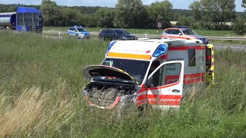 Am Rettungswagen entstand Totalschaden