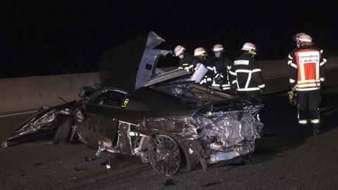 Sportwagen Verursacht Schweren Unfall Auf A5 Kult Skelett Heinrich Hat Neues Zuhause Autofahrer Verwustet Innenstadt Hessenschau De Hessen Am Morgen