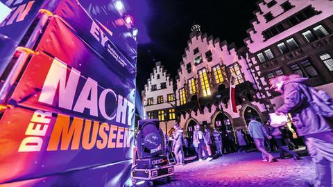 """Banner """"Nacht der Museen"""" auf dem Römerberg Frankfurt"""