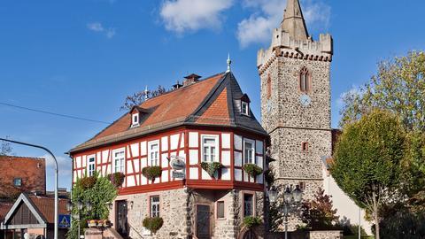 Das Alte Rathaus und die Jakobuskirche in Bruchköbel