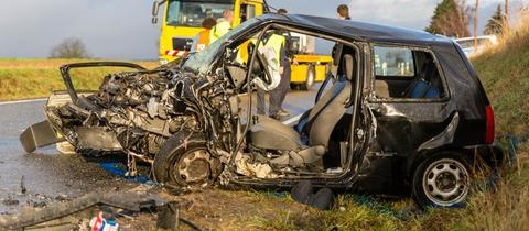 Eine 27 Jahre alte Autofahrerin starb bei einem Unfall auf der L3028 bei Wiesbaden