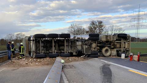Lkw blockiert A45 bei Gießen