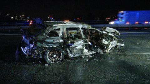 Ausgebrannter Unfallwagen auf der A5