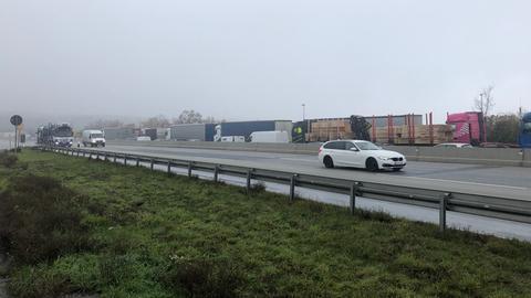 Stau auf A5 nach einem Unfall bei Friedberg