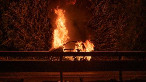 Auto in Flammen an der A661