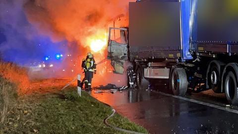 Wegen des Brands musste die A7 zeitweise komplett gesperrt werden
