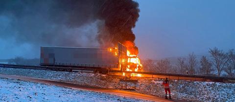 Brennender Lastwagen auf der A7