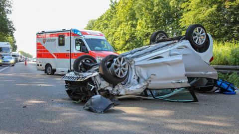 Verunglücktes Auto auf der A7 bei Petersberg