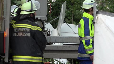 Einsatzstelle am Absturzort des Flugzeugs in Gelnhausen