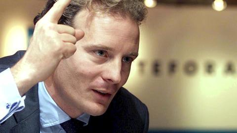 Alexander Falk, Erbe des Stadtplan-Verlags, als Vorstandsvorsitzender der Ision Internet AG bei einer Pressekonferenz im Jahr 2000