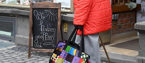 Der Vogelsbergkreis verlässt die Bundesnotbremse - dieses Geschäft in Alsfeld hatte schon während eines Modellprojekts wieder Kunden empfangen.