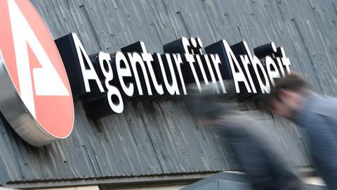 3D Logo und Schriftzug der Agentur für Arbeit