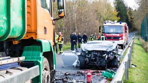 Der Wagen des tödlich verunglückten 18-Jährigen wurde völlig zerstört.