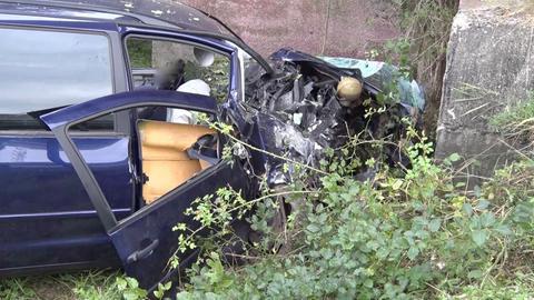Der 59-Jährige prallte frontal gegen einen Baum und verstarb noch an der Unfallstelle.