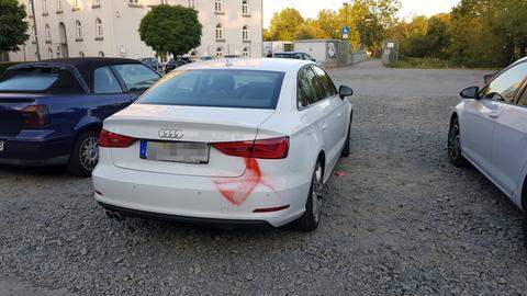 Ein beschmiertes Auto in Gießen.