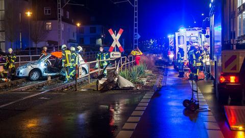 Das Auto nach dem Zusammenstoß mit der U-Bahn in Oberursel.