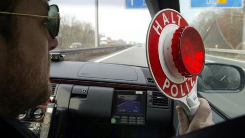 Polizei stoppt Autofahrer
