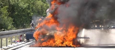 brennendes Auto auf A7