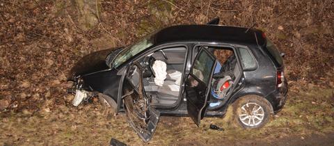 Verunglücktes Auto auf der B49