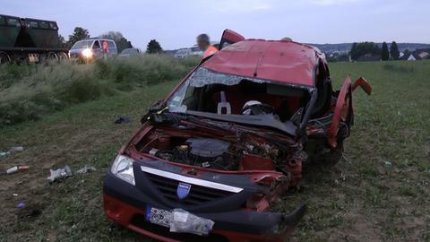 Unfallfahrzeug nach Zusammenstoß auf der B54 bei Limburg