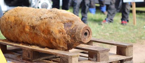 Eine der drei Bomben, die am Freitag in Babenhausen entschärft wurden.