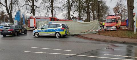 Polizei und Absperrung am Unfallort in Bad Arolsen.