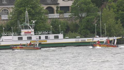 DLRG-Boote auf dem Rhein
