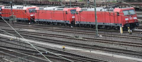 Regionalbahn im Bahnhof Gießen