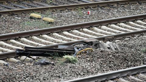 Ein zerstörtes Signal der Bahn, aufgenommen am 10 Juni 2013 in Rüdesheim