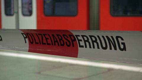 Polizeiabsperrung an S-Bahnsteig