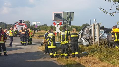 Schwerer Unfall an einem unbeschrankten Bahnübergang in Rödermark