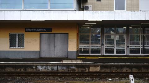Der leere Bahnhof in Niedernhausen