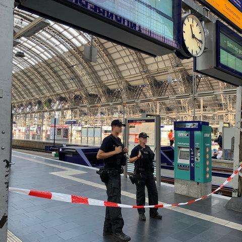 Polizeiabsperrung am Frankfurter Hauptbahnhof