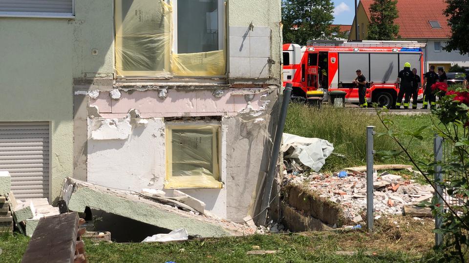 Balkon St Rzt Ab Mann In Frankfurt Verletzt