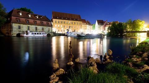 Die Regnitz in Bamberg bei Nacht