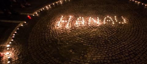 Aufgestellte Kerzen