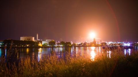 BASF fackelte am Standort Ludwigshafen Gas ab.