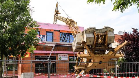 Baukran in Hochheim stürzt um