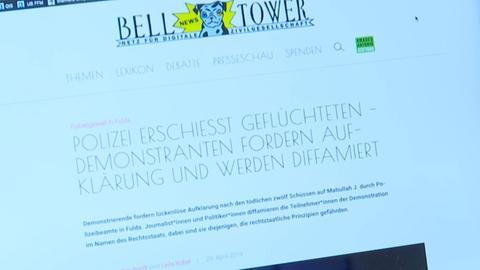 """Ansicht auf die geöffnete Internetseite """"Belltower News"""" auf dem Bildschirm eines Laptops."""