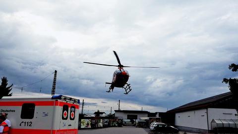 Helikopter über Supermarkt-Parkplatz.