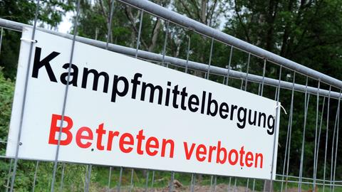 Schild: Kampfmittelbergung Betreten verboten