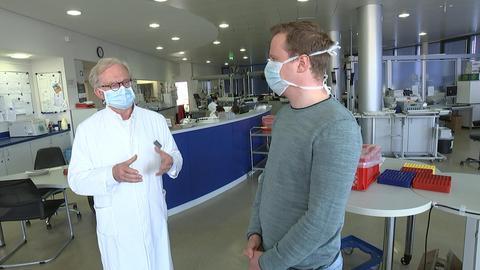 Interview mit Mundschutz