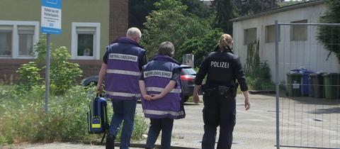 Polizei und Notfallseelsorge am Tatort.