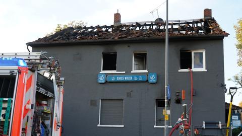 """Die Frankfurter Gaststätte """"Blaues Wasser"""" wurde bei einem Brand schwer beschädigt."""