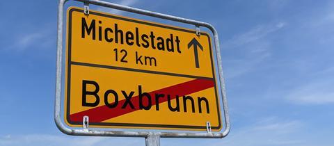 Ortsschild von Boxbrunn: Die B47 nach Micheslstadt wird demnächst voll gesperrt.