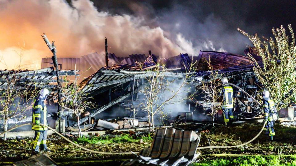 Großbrand in Friedberg – Lagerhalle zerstört - hessenschau.de