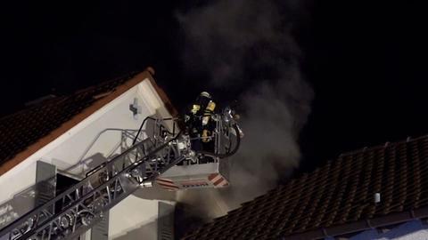 In diesem Wohnhaus in Bensheim kam es am Abend zu dem Brand.