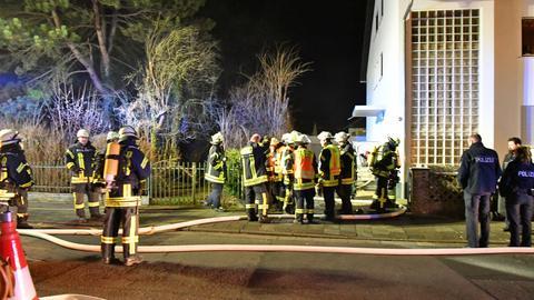 Feuerwehr und Polizei am Brandort in Groß-Umstadt.