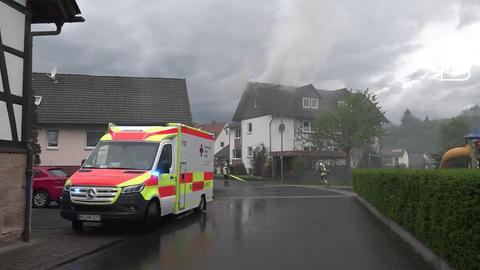 Im Alsfelder Stadtteil Berfa (Vogelsberg) ist am Sonntagabend  ein Blitz in ein Wohnhaus eingeschlagen.