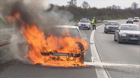 Brennendes Auto auf der A66